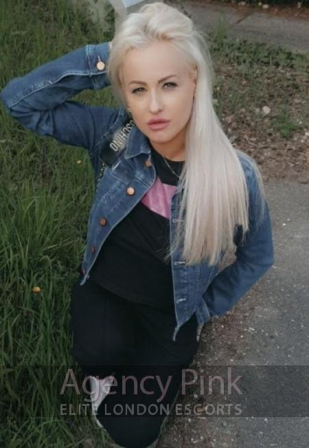 A natural selfie picture of escort Adora