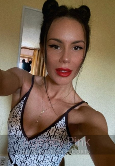 A new selfie pic of petite young escort Ruth